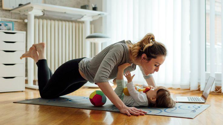 Motricité de bébé: 5 exercices faciles à faire à la maison