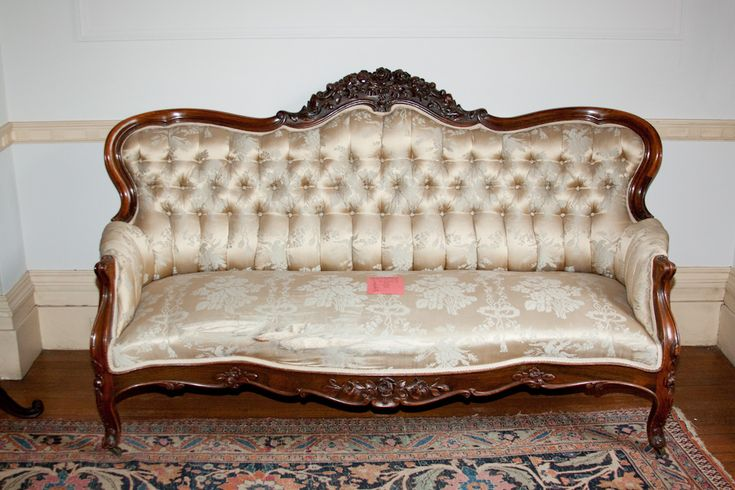 This Victorian Couch Is A Common High Society Couch That