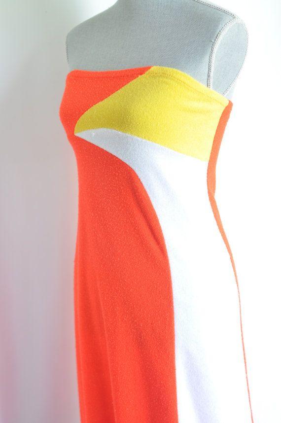 Vintage 70S badstof strapless badpak coverup / loungewear jurk. Fel oranje badstof met witte & geel funky accenten. Hoge empire schouderlijn,