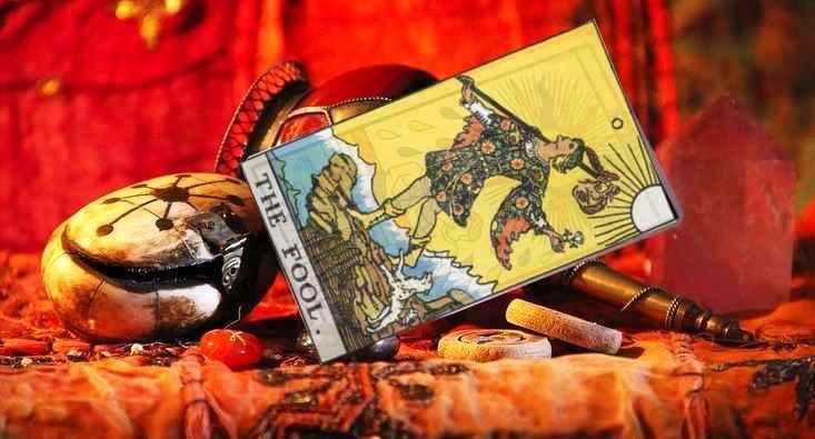 The fool card in tarot reading love career money yesno