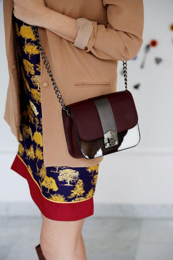 @Alessia Marcuzzi #alessiamarcuzzi www.lapinella.com #bags #frida #itbag #durval #blonde #lapinella #fashionblogger #black @hello sunshine #nero #oro #pochette #clutch #lapinella #moda #fashion #iloveshopping #instagram #facebook #beautifulgirl #itgirls #outfit