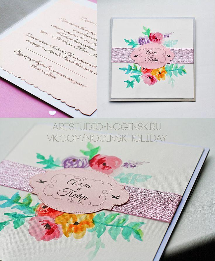 Пригласительная открытка с акварельными цветами. За основу я беру бумагу с легким мерцанием, ленту с блестками, дизайнерскую бумагу с легким тиснением, на которую, кстати, хорошо ложатся акварельные краски!