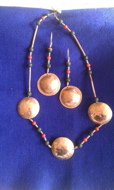 collar y aros de cobre con piedras volcanicas