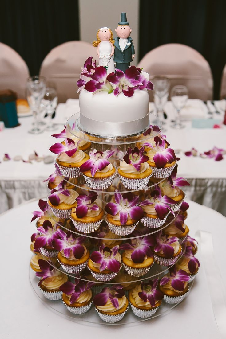Singapore orchid wedding cake. Image: Cavanagh Photography http://cavanaghphotography.com.au