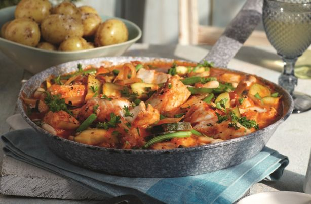 Slimming World's cod Provençal is a one-pot wonder that the whole family will love, packed with plenty of vegetables and counting towards your 5-a-day. This dish is made with tender cod fillets, rich tomato sauce, garlic and fresh parsley. This recipe serves 4 people and will take around 1hr and 10 mins to prepare and cook. It's the ideal midweek meal for the whole family. Fresh, flaky cod is always a treat and in this tasty meal, it's complemented by plenty of vegetables and filling beans…