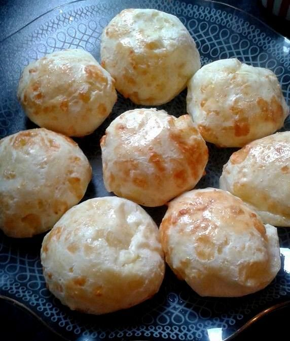 Cuñapés are a kind of cheesy bread snack that is very popular across South America. Varieties exist in Brazil (known as pão de queijo), Argentina (chipa or pan que queso), Ecuador (pan de yuca) and…                                                                                                                                                                                 More