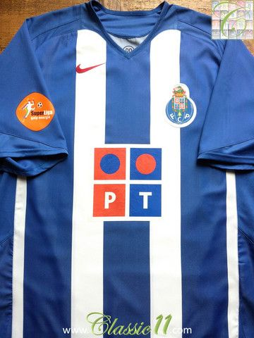 Relive FC Porto's 2005/2006 season with this vintage Nike home football shirt.