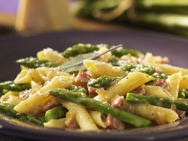 Pasta mit Schinken, Spargel und Parmesan