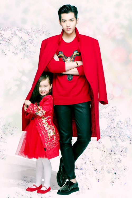 Kris Wu and a little girl. Oh my gosh this is so cute that I literally squealed!!