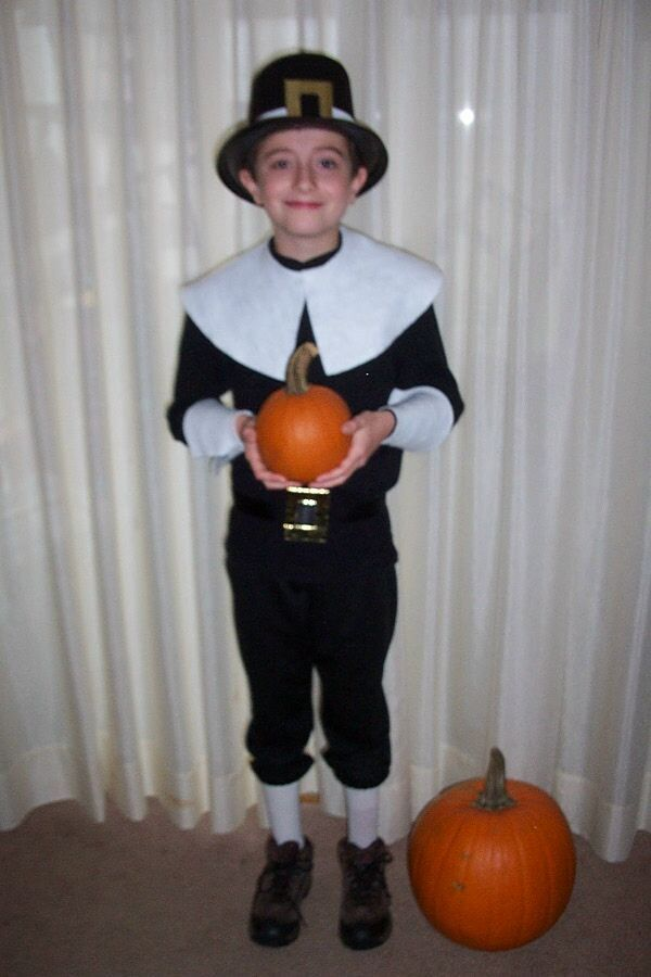 diy pilgrim costume for the school thanksgiving feast