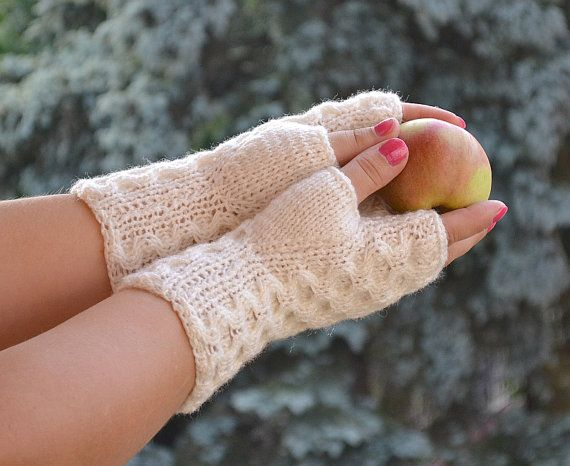 Knitted mittens/gloves in ivory color by DosiakStyle on Etsy