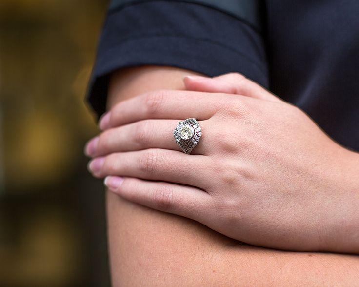 Pierścionek jedyny w swoim rodzaju!  #pierścionek #ring #diament #vintage #biżuteria #stylizacja #pierścionekzaręczynowy