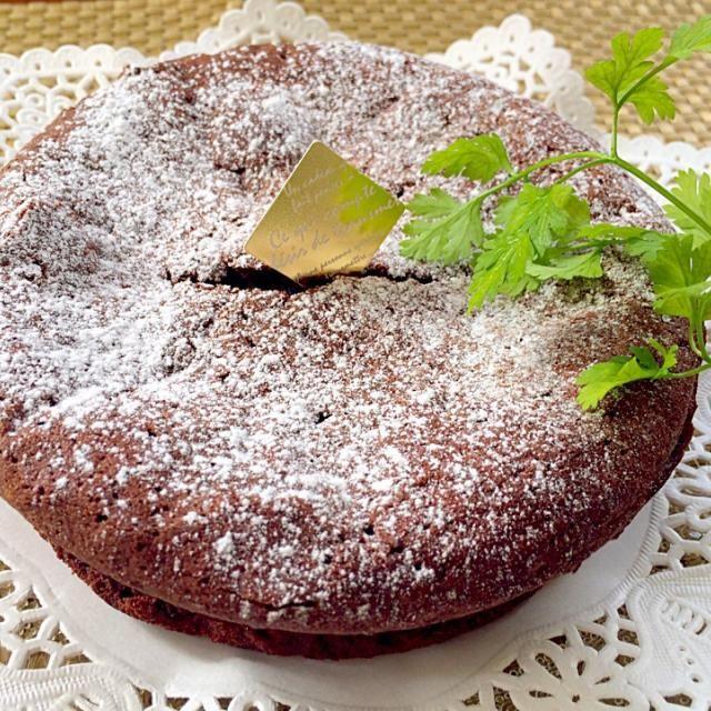 ひび、凹み少なめで濃厚、ちょいと温めてしっとりふわふわを目指してリクエスト目指して頑張ってみました(〃∀〃)ゞ - 86件のもぐもぐ - Gâteau au chocolatガトー・オ・ショコラ by Ami