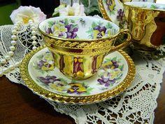 Šálek na kávu * zlacený bílý porcelán s malovanými maceškami ♥