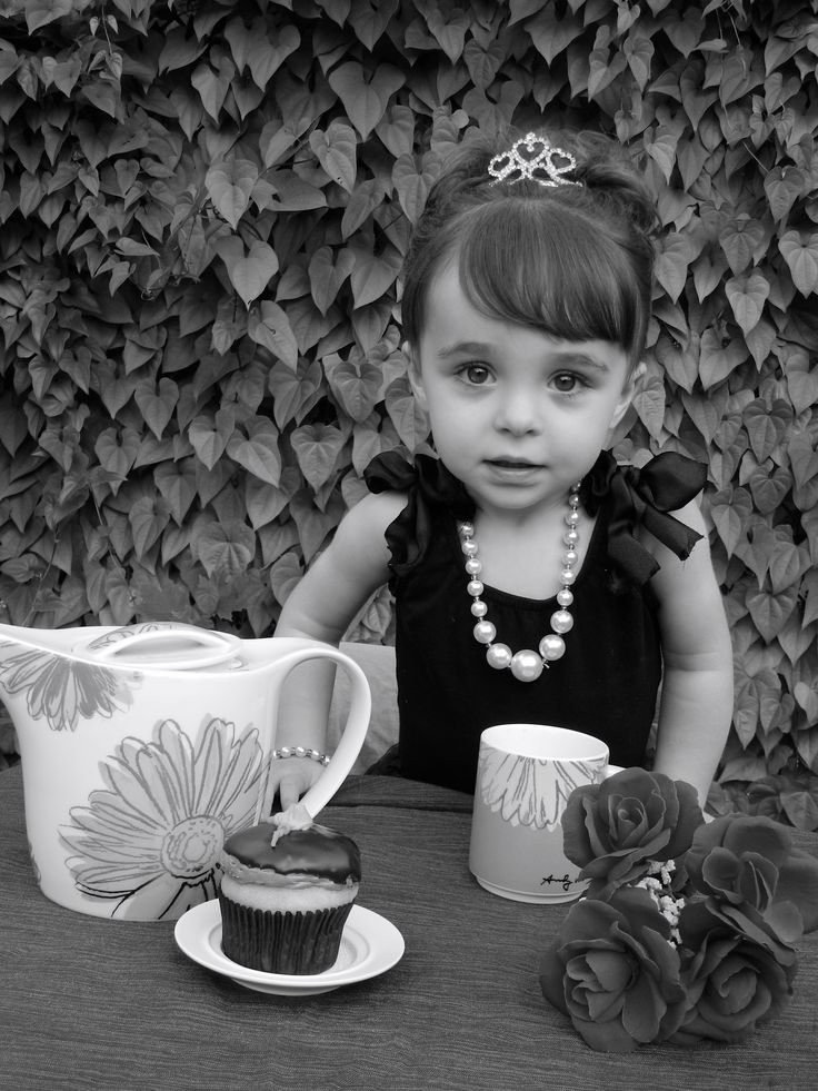 Breakfast at Tiffany's themed photo shoot for Taylor's 2nd birthday party invite.  @sureshotphotolo