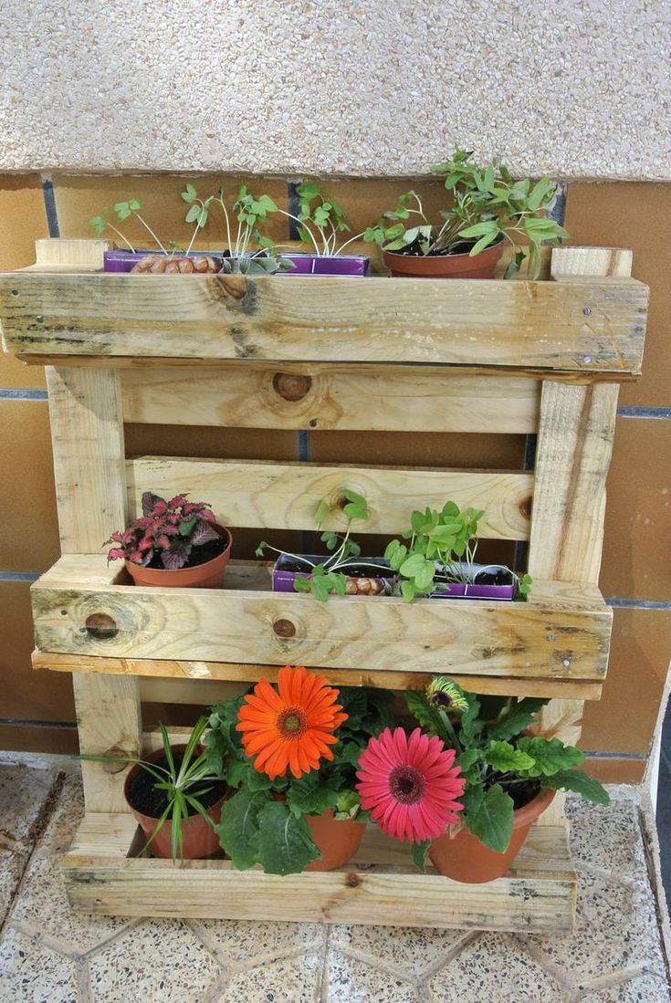17 mejores ideas sobre macetero de jardinera en pinterest for Macetero vertical pallet