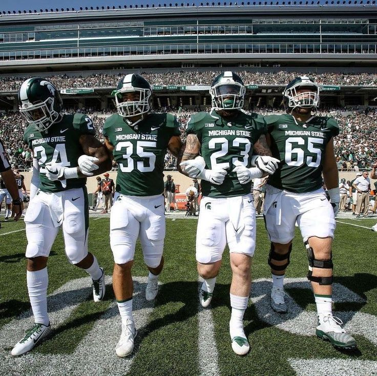 When you're the starting middle linebacker AND find yourself on the frontline of the kickoff receiving hands-team you are an amazing football talent. Period. . . Great game! @joebach35  #V4MSU #GOGREEN #GANGGREEN @msu_spartans
