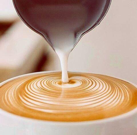 AROMA DI CAFFÈ   A veces un momento lo es todo.  #CoffeeBreak en Aroma Di Caffè #CafetièreBar & #BarEspresso. .  . Imagen: Créditos a su autor. . #Dolces#Café#Espresso#Cappuccino#MomentosAroma#SaboresAroma#Postres#Coffee#Barismo#MeetTheBarista#Caracas#Barista#ILoveCoffee#CoffeeAddicts#Coffee#AromaDiCaffè#Instagramers#Americano#CulturaDelCafé#FrenchPress#PrensaFrancesa#Latte#CoffeePic#BaristaLife#MetrocenterCc#CaféYVida