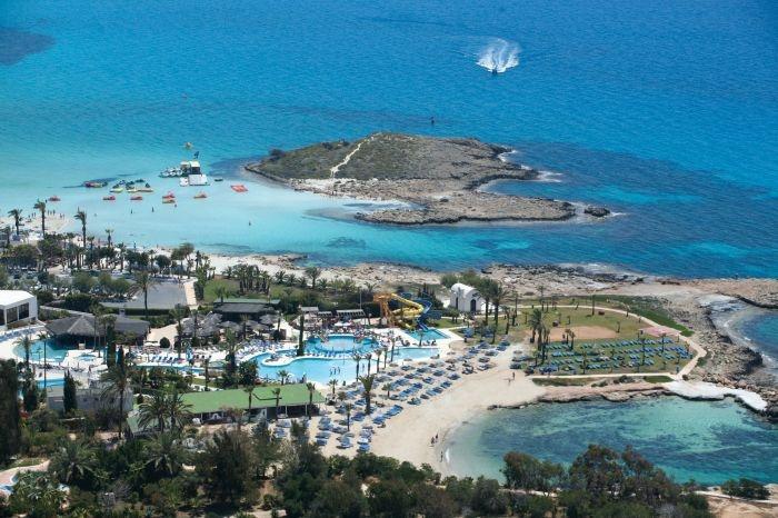 Adams Beach Hotel, location ON Nissi Beach