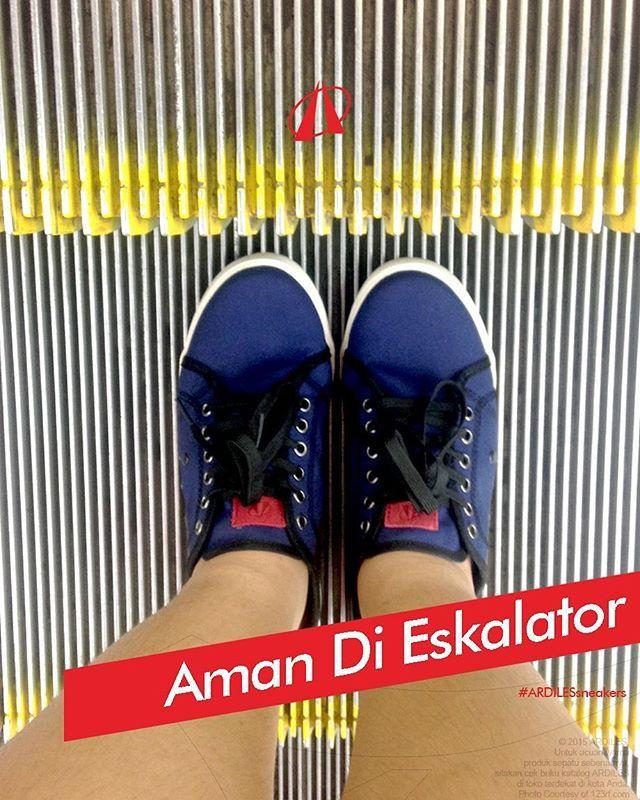 Ardiles Sneakers tetap nyaman dan aman dipakai di atas eskalator. Berkat sol karet alami yang kuat, kaki Ardiles Sneakers Lovers bebas melangkah tanpa khawatir tersangkut atau terjepit! Pastikan hindari injak garis kuning ya.