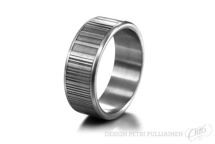 Ultra sleek Damascus/stainless steel ring for badly burnt hand. Photo Mikael Pettersson.