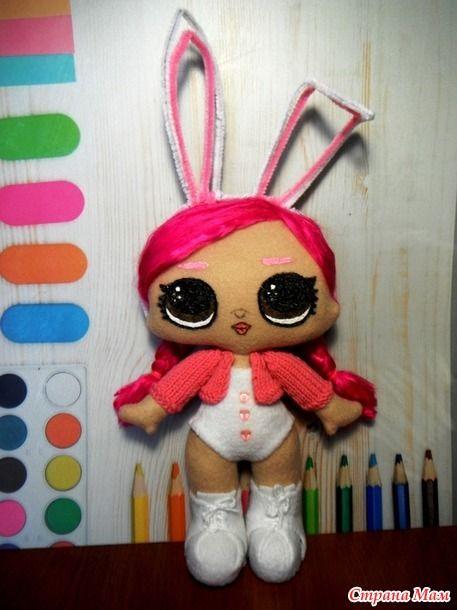 Здравствуйте. Увидела давно здесь пост о кукле LOL, добавила его в хотелки. И вдруг выдался случай её сшить на день рождения девочки. https://www.stranamam.ru/  Вот что у меня получилось.