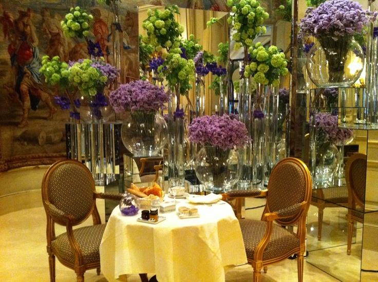 Breakfast four seasons hotel george v paris surrounded by - Decoration florale ...