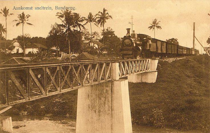 Tempo Doeloe #20 - Bandung, Arrival express-train, 1918 | by tokek belanda (very busy)
