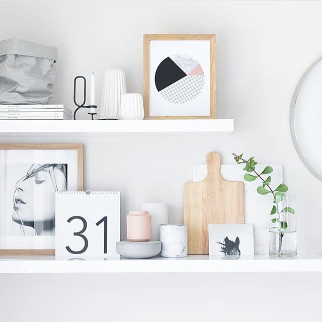 eKhi's marble candle captured in @oh.eight.oh.nines shelfie #ekhicandles