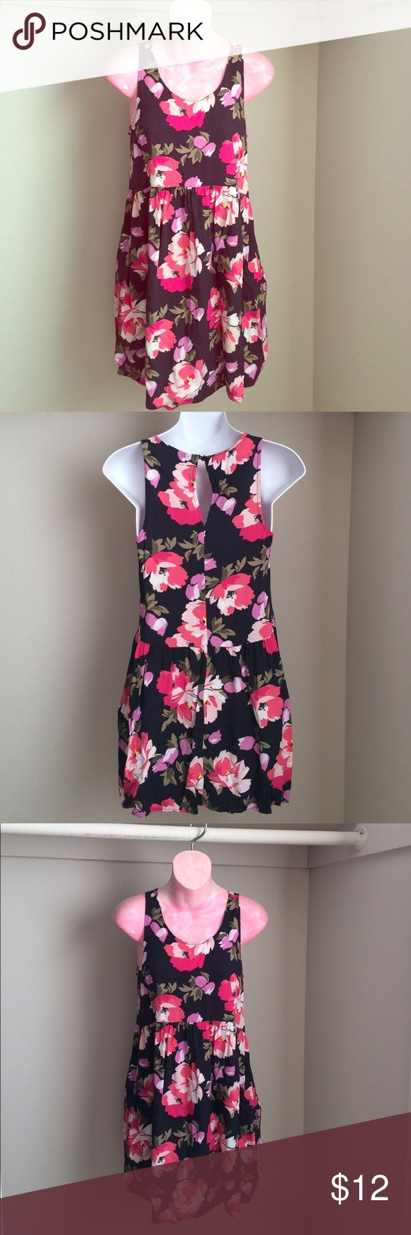 Adorable floral dress from old navy! Adorable floral dress from old navy! Zipper on the side. Old Navy Dresses