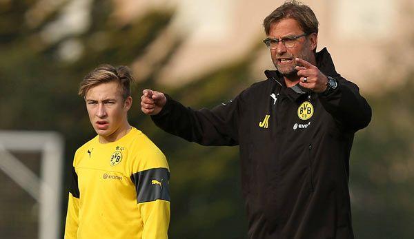 Felix Passlack ist das Gesicht der deutschen U17-Nationalmannschaft - und das der BVB -Jugend. Im Interview spricht er über die Zielsetzung für die WM in Chile, den Vergleich mit einem Bayern-Star, Tuchels Erwartungen und die einstige Liebe S04. ---Sehr interessantes Interview über ein ganz starkes junges deutsches Talent, von dem wir in Zukunft noch einiges hören werden und der ein ganz Großer werden kann.