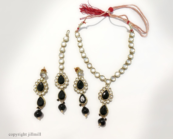 This eye catching set features drop dead gorgeous black stones flanked by white Kundans.