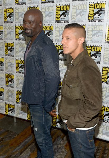 """Theo Rossi Photos - Actors Mike Colter (L) and Theo Rossi attend the """"Luke Cage"""" press line during Comic-Con International 2016 at Hilton San Diego Bayfront on July 21, 2016 in San Diego, California. - Netflix/Marvel's Luke Cage at San Diego Comic-Con 2016  NETFLIX"""