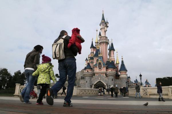 Quando non abbiamo lasciato aprire Disneyland in Italia, perdendo 36mila posti di lavoro - Yahoo Finanza Italia