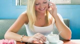 Investigadores de la Universidad de Lund en Suecia afirmaron que las mujeres que tomen café regularmente deben prepararse para ver disminuir sus senos con el paso del tiempo, según el portal RT Actualidad. Esta fue la conclusión de un estudio que involucró a 300 mujeres. Las participantes tomaban café diariamente, mientras los investigadores registraban los [...]