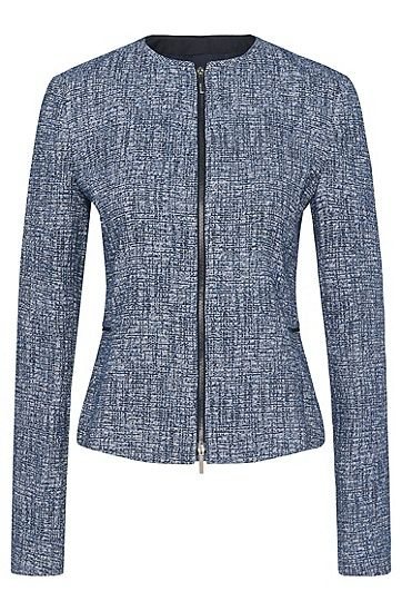 BOSS blazer in stretchy viscose blend with a beautiful bouclé appearance. The front zip gives it a touch of originality. Precise darts accentuate the narrow fit, and the waistline is further emphasised by the colour-coordinating piping. A contemporary women's blazer that makes the ideal addition to modern business outfits.