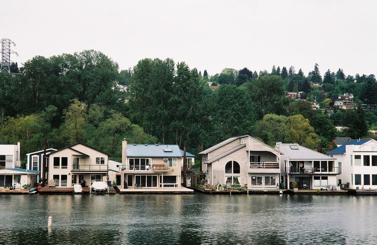 Floating homes along the willamette river portland Portland floating homes