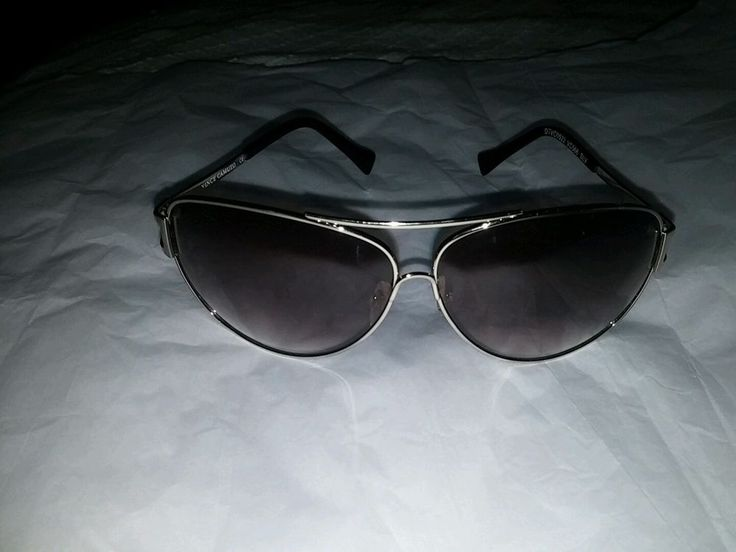 Vince Camuto  Aviator Sunglasses MEN/WOMAN NICE CLEAN LENS AND FRAME VC-566 #VinceCamuto #Aviator