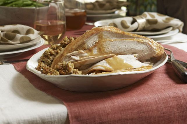 Savourez cette succulente dinde rôtie en toute saison : elle est plus que simple à préparer!