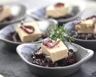 Cuillères de foie gras au confit d'oignons : http://www.fourchette-et-bikini.fr/recettes/recettes-minceur/cuilleres-de-foie-gras-au-confit-doignons.html