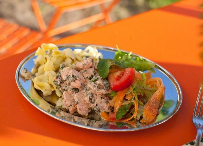 Laxpasta recept pasta med lax, krämig laxpasta  middagstips