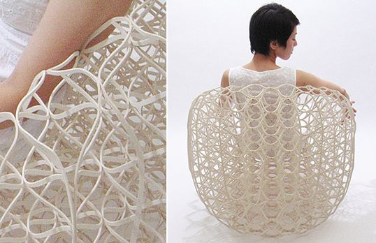 Japanese architect Ryuji Nakamura has come up with an elegant chair design made entirely of paper (vulcanized fibre). The unique form of this seemingly fragile yet functional seat pushes the boundaries.
