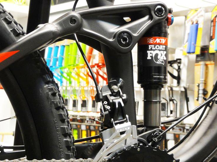 Projekt i produkcja wyposażenia sklepu rowerowego Finisher. Design and production of equipment bicycle shop Finisher. www.dekam.pl