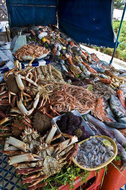 Déjeuner de poissons et fruits de mer à Essaouira.