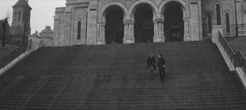 #TurismoEn1Fotograma. París, Francia. Antoine Doinel (Jean-Pierre Léaud), en una mañana de novillos ante el Sacré Coeur parisino. En 'Los 400 golpes' (1959, François Truffaut) http://revolverdeblake.com/