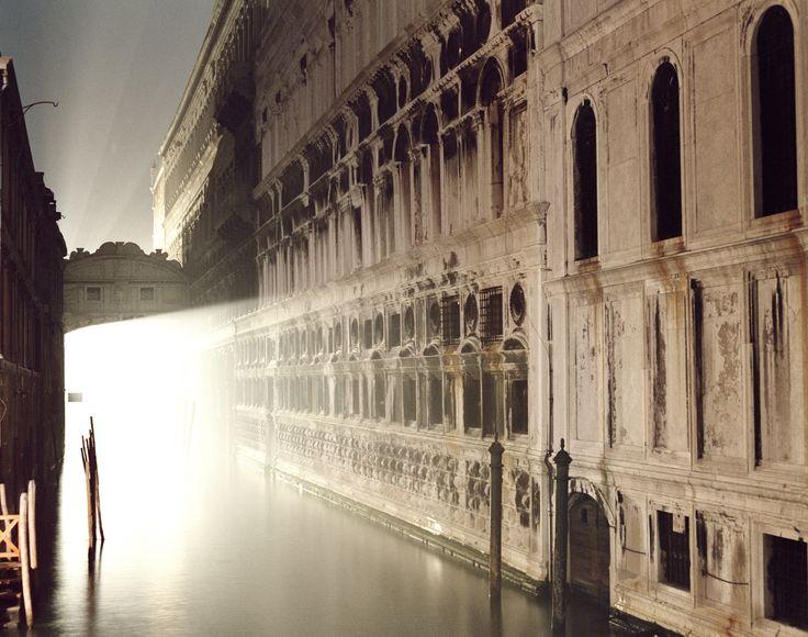 Luigi Ghirri : Venezia (1987) | Photo © Eredi Ghirri | Visit site for more photos