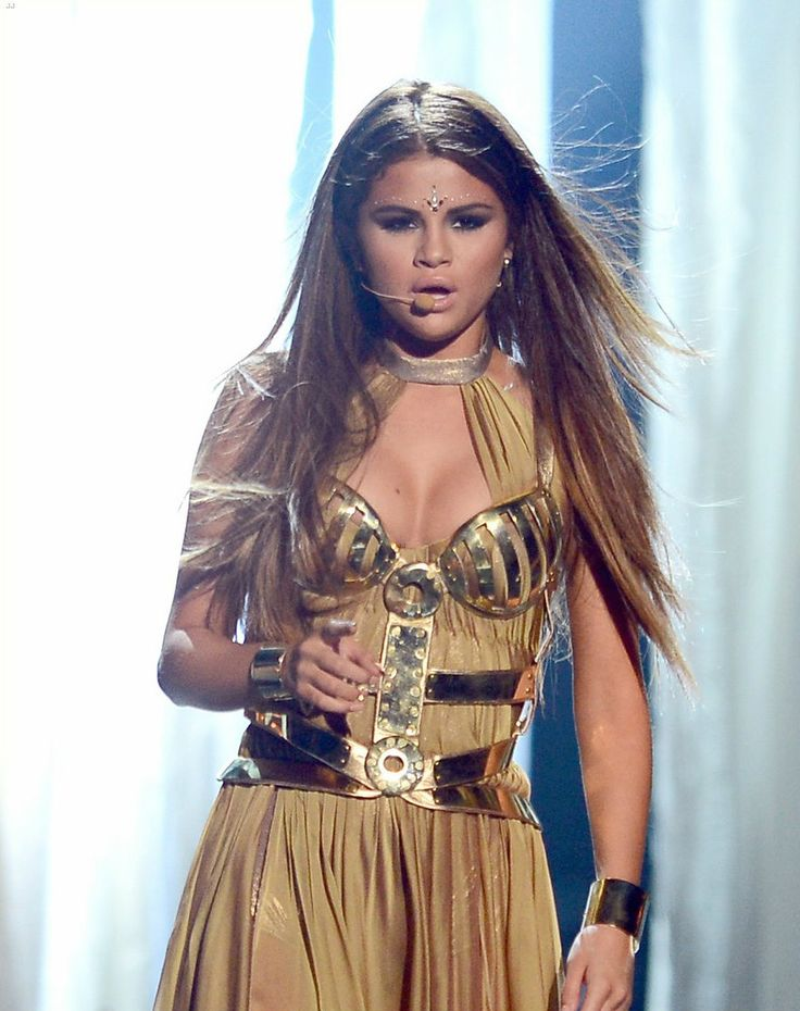 "selenathrowback: ""May 19, 2013: Selena performs ""Come & Get It"" at the Billboard Music Awards. """