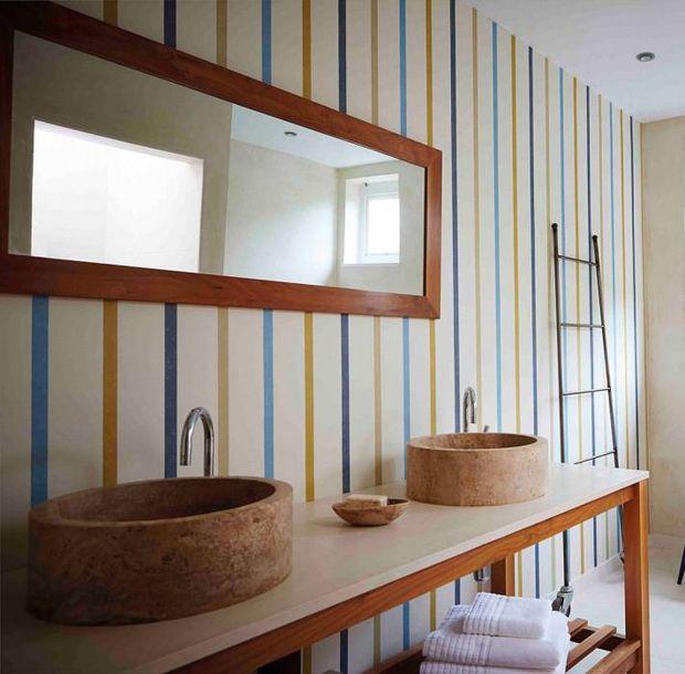 Principales 25 ideas incre bles sobre ba os pintados en - Papeles pintados rayas verticales ...