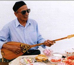 The king instrument of the Kazakhstan steppes in Central Asia, the dombra is a fretted, long-necked lute with two strings. All the interpreters featured here are great dombra masters.