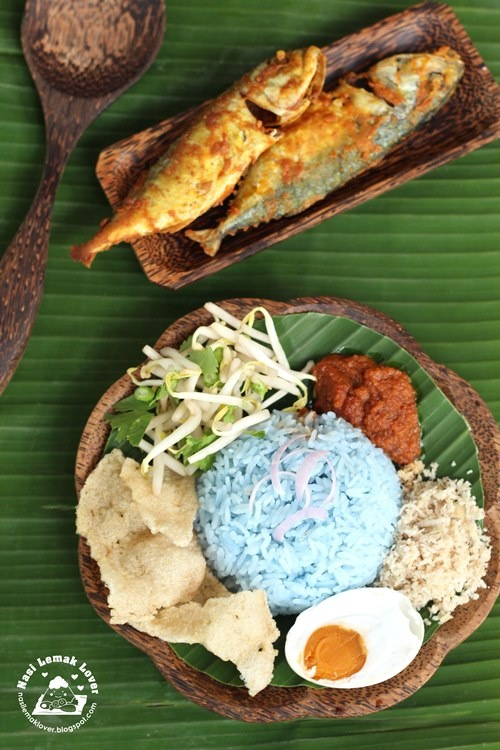 Nasi Kerabu Biru Kelantan (blue rice topped with bean sprouts and fried coconut, and drench it in warm spicy sauce and dig in (using your hands) to experience the true Kelantan style.)